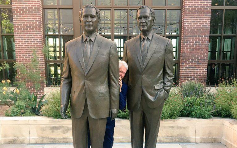 Δύο Μπους και στη μέση Κλίντον (ΦΩΤΟ)