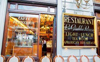 Το καφέ Giubbe Rosse πήρε την ονομασία του από τα κόκκινα σακάκια των σερβιτόρων. (Φωτογραφία: © VISUALHELLAS.GR)