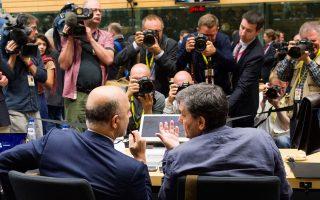 Π. Μοσκοβισί και Ευκλ. Τσακαλώτος κατά τη διάρκεια του δραματικού Εurogroup τον Ιούλιο του 2015.