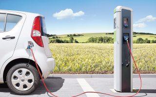 H βρετανική κυβέρνηση ανακοίνωσε χθες ότι θα απαγορεύσει την πώληση ντιζελοκίνητων και βενζινοκίνητων αυτοκινήτων μετά το 2040, στην προσπάθειά της να μειώσει την ατμοσφαιρική ρύπανση.