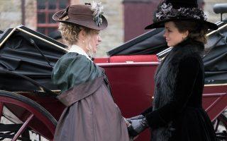 Η Κέιτ Μπέκινσεϊλ και η Κλοέ Σεβινί πρωταγωνιστούν στο «Ερωτες και φιλίες».