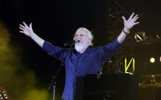 Ο Διονύσης Σαββόπουλος θα δώσει μια μοναδική συναυλία μετά τα εγκαίνια.