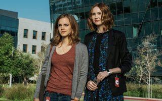 Η Εμα Γουότσον (αριστερά) της σειράς ταινιών «Χάρι Πότερ» είναι πλέον μια ώριμη ηθοποιός. Αυτή την εβδομάδα, τη βλέπουμε στον «Κύκλο», μπροστά από τις οθόνες της κορυφαίας ψηφιακής τεχνολογίας.