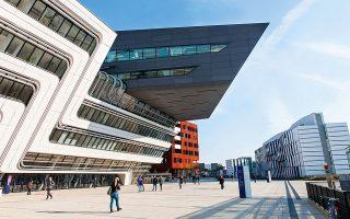 Διαφορετικά αλλά σε απόλυτη αρμονία μεταξύ τους είναι τα νέα κτίρια του Οικονομικoύ Πανεπιστημίου Βιέννης.