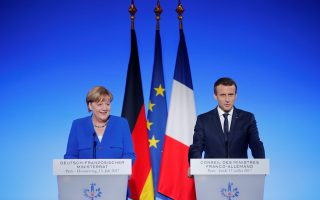 French President Emmanuel Macron and German Chancellor Angela Merkel attend a news conference following a Franco-German joint cabinet meeting at the Elysee Palace in Paris, France, July 13, 2017.  REUTERS/Stephane Mahe
