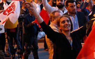 Την (αμφισβητούμενη) επικράτηση του «Ναι» στο δημοψήφισμα της 16ης Απριλίου πανηγυρίζουν οπαδοί του, στην Κωνσταντινούπολη.