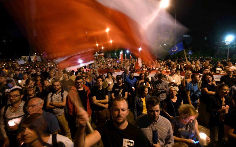 Διαδηλώσεις διαμαρτυρίας στην Πολωνία για τις μεταρρυθμίσεις στη Δικαιοσύνη