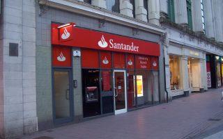Ερευνες έχουν δείξει ότι η Santander ήλεγχε τα εισοδήματα μόλις του 10% των Αμερικανών δανειοληπτών, στους οποίους χορηγούσε δάνεια, σύμφωνα με τον οίκο πιστοληπτικής αξιολόγησης Moody's.