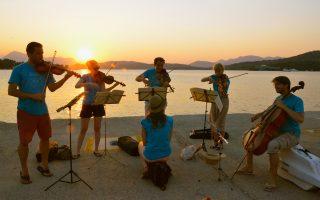 To Φεστιβάλ Μουσικής Δωματίου Σαρωνικού διοργανώνεται από το σύνολο Leondari στις Σπέτσες, στον Πόρο, στην Υδρα, στον Γαλατά, στα Μέθανα και στα Κύθηρα.