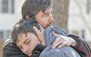 Στοιχειωμένοι από παλαιότερα τραύματα είναι οι πρωταγωνιστές της ταινίας «Manchester by the Sea».