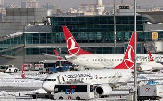 emirates-amp-8211-turkish-airlines-arsi-tis-apagoreysis-gia-ti-chrisi-laptop-se-ptiseis-pros-tis-ipa0
