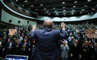 Ο Ερντογάν επιδιώκει να αποδομήσει την κοσμική, δυτικότροπη κληρονομιά του κεμαλισμού για να οικοδομήσει μια «νέα Τουρκία» ισλαμική, εθνικιστική, υπερσυντηρητική.
