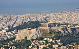 Οσον αφορά την Ελλάδα, σύμφωνα με τα στοιχεία της Eurostat, επί του χρέους 176,2% του ΑΕΠ, το 140,6% αποτελούν δάνεια και το υπόλοιπο 35,6% είναι διάφοροι τίτλοι.