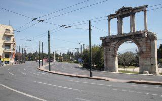 H άδεια, αφιλόξενη Αθήνα τον Αύγουστο, σε κάποιους προσφέρει την εμπειρία της απόλυτης ηρεμίας.