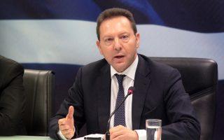 «Οι θεσμοί μας υστερούν. Οι Ελληνες στο εξωτερικό μεγαλουργούν, διότι οι θεσμοί τούς βοηθούν», επισήμανε ο διοικητής της ΤτΕ Γ. Στουρνάρας.