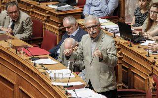 Βολές από όλα τα κόμματα της αντιπολίτευσης δέχθηκε ο υπουργός Παιδείας, Κ. Γαβρόγλου, κατά τη διάρκεια της χθεσινής συζήτησης και ψήφισης επί της αρχής του σχεδίου νόμου για τα ΑΕΙ.