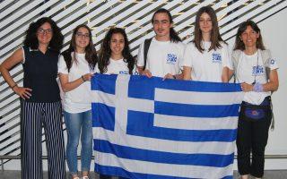 Οι Eλληνες μαθητές κατάφεραν να διακριθούν παρόλο που το ελληνικό σχολείο επικεντρώνεται στη Μοριακή Βιολογία. Μέσα στα οκτώ χρόνια συμμετοχών στην Ολυμπιάδα, η ελληνική μαθητική αποστολή έχει διακριθεί επτά φορές.