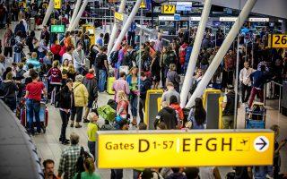 Οι ώρες αναμονής σε κάποια αεροδρόμια όπως της Μαδρίτης, της Πάλμα ντε Μαγιόρκα, της Λισσαβώνας, της Λυών, του Παρισιού, του Μιλάνου και των Βρυξελλών φτάνουν ακόμη και τις τέσσερις ώρες, με συνέπεια να δημιουργούνται και πολλές καθυστερήσεις στις απογειώσεις των αεροσκαφών.