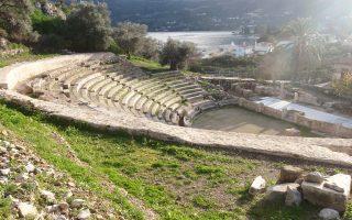 Το Μικρό Θέατρο Επιδαύρου βρίσκεται σε τοπίο μοναδικού κάλλους. Εντάσσεται στα «Μονοπάτια Πολιτισμού» της Ελληνικής Εταιρείας.