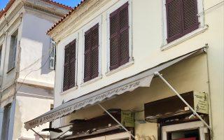 Βύρωνος 17, Πλάκα. Κατοικία του 19ου αιώνα. Το πατρικό του Κυριάκου Βαρβαρέσου.