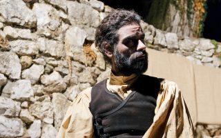 Ο Κωνσταντίνος Ντέλλας αναμοχλεύει τη λαϊκή παράδοση του ανορθόδοξου και παράδοξου.