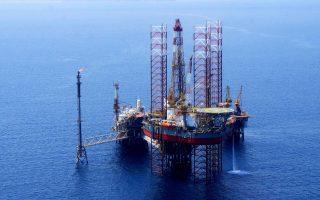Οι νέες προκηρύξεις για την παραχώρηση του δικαιώματος έρευνας και εκμετάλλευσης υδρογονανθράκων προωθούνται ύστερα από τις αιτήσεις που υπέβαλαν οι κοινοπραξίες Total-ExxonMobil-ΕΛ.ΠΕ., που ενδιαφέρεται για τις θαλάσσιες περιοχές νοτιοδυτικά και δυτικά της Κρήτης, και της Energean Oil & Gas, για θαλάσσια περιοχή στη Δυτική Ελλάδα (Ιόνιο).