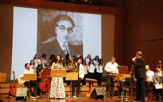 Η «Ομάδα Καβάφης» προβάλλει μέσα από τη μουσικοποιητική παράστασή της «Καβάφης - Απ' έξω και τραγουδιστά» το έργο του ποιητή.