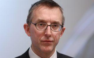 Ο αντιπρόεδρος της Τράπεζας της Αγγλίας Σαμ Γουντς προειδοποίησε ότι υπάρχει κίνδυνος να αυξηθεί το κόστος λειτουργίας των τραπεζών και να καταστεί περίπλοκη η δουλειά των εποπτικών αρχών, αν ο βρετανικός χρηματοπιστωτικός τομέας χάσει το «διαβατήριο» που του επιτρέπει να δραστηριοποιείται στην Ε.Ε.