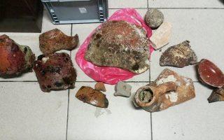 Τα αρχαία αντικείμενα της ρωμαϊκής και βυζαντινής περιόδου, που βρέθηκαν στο ιστιοφόρο, μεταφέρθηκαν στο Αρχαιολογικό Μουσείο Χανίων για να εκτιμηθεί με ακρίβεια η προέλευσή τους.