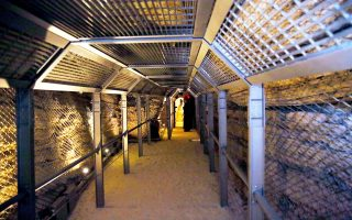 Το Ευπαλίνειο Ορυγμα είναι μια σήραγγα μήκους 1.036 μέτρων.