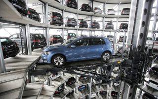 Το πόσο ισχυρός είναι ο ρόλος των αυτοκινητοβιομηχανιών και πόσο αδύναμο είναι το Βερολίνο φάνηκε στην τελευταία συνάντηση των κυβερνητικών αξιωματούχων με τους επικεφαλής των BMW, Daimler και Volkswagen.