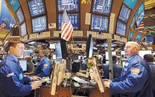 Με θετικό πρόσημο άνοιξε χθες η συνεδρίαση στη Wall Street, καλύπτοντας κάποιες από τις απώλειες της προηγούμενης ημέρας. Την Πέμπτη, οι δείκτες Dow Jones και S&P 500 κατέγραψαν τη μεγαλύτερη ημερήσια πτώση το διάστημα του τελευταίου τριμήνου.