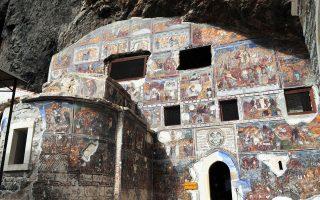 Η χριστιανοσύνη γιορτάζει σήμερα την Κοίμηση της Θεοτόκου. Η Παναγία Σουμελά στην Τραπεζούντα θα παραμείνει για δεύτερη χρονιά κλειστή λόγω έργων αναστήλωσης, ωστόσο οι ιεράρχες της λένε ότι αξίζει τον κόπο, καθώς το μοναστήρι θα ομορφύνει. Σελ. 32