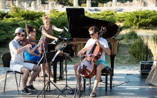 Συναυλίες σε ιδιαίτερους χώρους, όπως το Ιερό του Μέσσου (φωτ.), δίνουν 21 μουσικοί απ' όλον τον κόσμο. (Φωτογραφία: Θωμάς Καρανίκας)