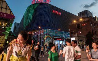Τα επισφαλή δάνεια στην Κίνα φέρουν επιτόκιο το οποίο δεν είναι δυνατόν να εξυπηρετηθεί, οπότε οι δανειολήπτες αντιμετωπίζουν σοβαρές δυσκολίες και διατρέχουν κίνδυνο να χρεοκοπήσουν.