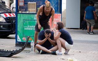 Ο τρόμος από όσα έζησαν είναι έκδηλος στα πρόσωπα των ανθρώπων που έτυχε να βρίσκονται χθες στην πολυσύχναστη Ράμπλα της Βαρκελώνης.