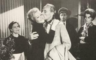 Η Ζωή Λάσκαρη, ο Μάνος Κατράκης και η Τασσώ Καββαδία στο «Δάκρυα για την Ηλέκτρα» (1966).