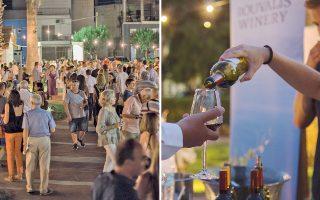 Στον κήπο με τους φοίνικες στο Πολιτιστικό Κέντρο Αιγίου «Αλέκος Μέγαρης», 800 επισκέπτες δοκίμασαν τα εκλεκτά κρασιά των οινοποιείων του δικτύου.