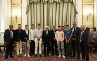 O Προκόπης Παυλόπουλος υποδέχθηκε χθες στο Προεδρικό Μέγαρο τους μαθητές που συμμετείχαν στην 49η Ολυμπιάδα Χημείας και στη Διεθνή Μαθηματική Ολυμπιάδα.