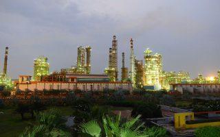 Οι διαδικασίες για την πραγματοποίηση της συμφωνίας εξαγοράς της ινδικής Essar Oil διήρκεσαν δέκα μήνες, ενώ προηγήθηκαν δύο χρόνια εντατικών διαπραγματεύσεων.