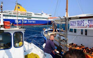 Στην περιοχή για παροχή βοήθειας έσπευσαν σχεδόν άμεσα έξι αλιευτικά, τρία τουριστικά και άλλα τρία ταχύπλοα σκάφη