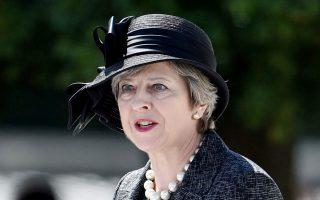 Η κ. Μέι είχε υποσχεθεί να αντιμετωπίσει αυτό που ονομάζει «απαράδεκτη πλευρά του καπιταλισμού», καταπολεμώντας το μεγάλο χάσμα μεταξύ των υψηλόβαθμων στελεχών και των απλών εργαζομένων.