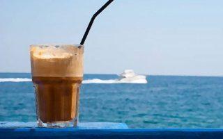 moyseio-frape-kai-beach-bar-anoigoyn-sti-deth0
