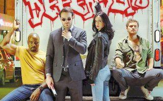 Από αριστερά προς τα δεξιά: Luke Cage, Daredevil, Jessica Jones και Ironfist σχηματίζουν την... ιδιαίτερη ομάδα των «Defenders», οι οποίοι καλούνται να υπερασπιστούν τη Νέα Υόρκη.