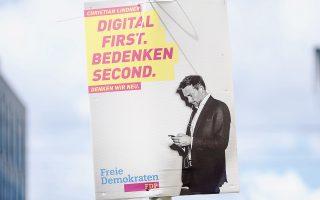 Ο επικεφαλής των Ελεύθερων Δημοκρατών (FDP) Κρίστιαν Λίντνερ σε προεκλογική αφίσα στο Βερολίνο.