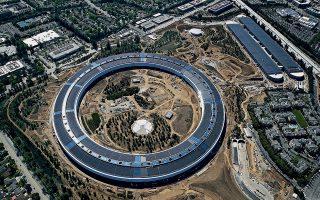 Το Apple Park, το «διαστημόπλοιο» που ονειρεύτηκε  ο Στιβ Τζομπς, για να στεγάσει την εταιρεία του στο Κουπερτίνο της Καλιφόρνια. © Justin Sullivan/Getty Images/Ideal Image