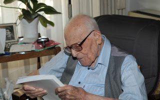 Ο κορυφαίος Ελληνας φιλόλογος Εμμανουήλ Κριαράς πέθανε στις 22 Αυγούστου 2014, σε ηλικία 108 ετών.