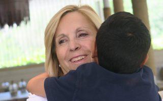 Η Μαρία Μαρκοζάνη προσφέρει απλόχερα στον Παύλο όλη την αγάπη και τη φροντίδα που αξίζει κάθε παιδί. «Η απόφαση ήρθε εύκολα. Ηθελα αυτό το παιδί να σταματήσει να υποφέρει», λέει στην «Κ» η ανάδοχη μητέρα του 8χρονου αγοριού.