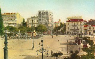 Το Μέγαρο Γιάνναρου, γωνία Οθωνος και Φιλελλήνων, άρχισε να χτίζεται το 1917 και ήταν το ψηλότερο κτίριο της εποχής του. Ηταν το πρώτο που έδειξε την τάση για μητροπολιτική ανάπτυξη της Αθήνας, όταν ακόμη η πληθυσμιακή αύξηση ήταν συγκρατημένη. Το ύψος του είχε προκαλέσει αντιδράσεις.