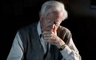 Ο Τζον Λε Καρέ στην πιο πρόσφατη φωτογραφία του, που έδωσε στη δημοσιότητα ο οίκος Penguin Random House.